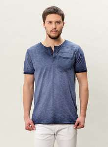 HERREN GARMENT DYED HENLEY T-SHIRT MIT BRUSTTASCHE - ORGANICATION