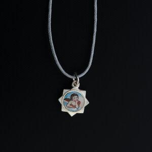 """Einzelstück: Vintage Anhänger """"Emaille Engelchen"""" 800 Silber mit Fadenkettchen hellgrau - MishMish by WearPositive"""