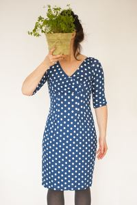 Kleid Marylin, meerblau mit weissen Punkten in reizvoller Wickeloptik  - Johanna Binger
