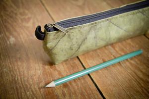 Federmappe Etui aus recycelten Blättern (grün), laminiert - By Copala