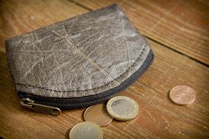 Portemonnaie, Geldbörse aus laminierten Blättern in Schwarz - BY COPALA