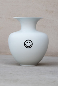 MOODY / Porcelain Vase (fair) MADE IN GERMANY - Rotholz