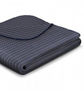 Wohn- und Kuscheldecke aus Recycling-Garn 'Warm Shades - Atomic Pattern Blue' - biederlack
