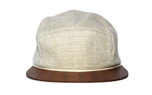 Cap beige Leinen mit edlem Holzschild - Made in Germany - Sehr bequem - Lou-i
