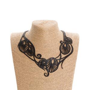 Leaf Art Nouveau Halskette aus recyceltem Reifenschlauch - SAPU