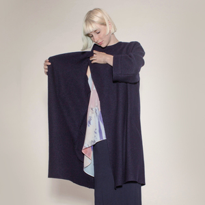 schlichter, dunkelblauer Mantel aus reiner Biowolle - Natascha von Hirschhausen