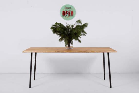 esstisch aus roteichenholz auf einstellbaren stahlstangenbeinen, Esstisch ideennn