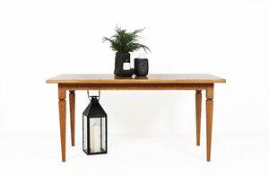 Esstisch aus dunklem Eichenholz auf traditionellen Holzbeinen - Hardman Design & Build