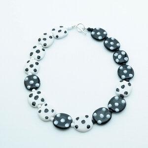 Collier 'Domino', Kazuri-Keramikperlen, handgeformt und -bemalt - steinfarben