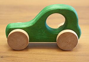 "Holzauto aus Naturmaterialien - ""Nature Trip"" 14 x 8 cm - 4betterdays"
