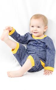 """Kipepeo Pyjama """"Karibu Duniani"""" grau - Kipepeo-Clothing"""