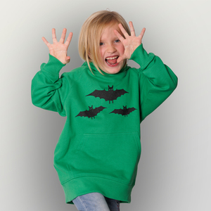 'Fledermausschar' Kinder-Hoody Fairwear Organic - shop handgedruckt