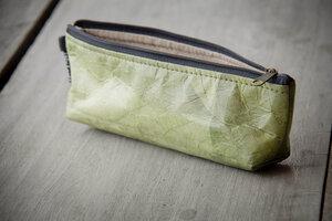 Federmappe Etui aus recycelten Blättern (grün), laminiert - Vegan - BY COPALA