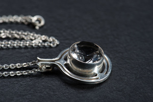 Unikat: Silberkette mit Art Deco Anhänger Bergkristall - WearPositive