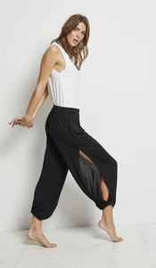 SLIT PANTS BLACK - Hati-Hati