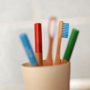 Bambus Zahnbürste, versch. Farben - HYDROPHIL