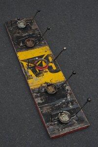 Ölfässer Aufhänger/ Ablage 5 Hacken Schwarz Gelb - Africa Design