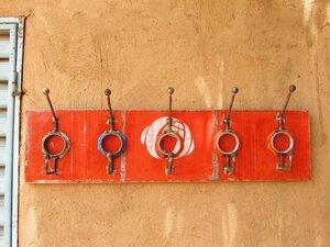 Ölfässer Aufhänger/ Ablage 5 Hacken Rot total - Africa Design