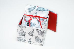 Kissenhülle weiße Schmetterlinge in Geschenkbox - Biostoffe Berlin by Julie Cocon