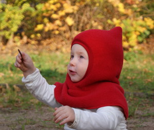Baby Schalmütze, moosgrün /rot /saphirblau, geschlossen - MIRRORMONKEY