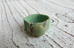 Ring Damen vegan aus Kork in grün mit Impressionsjaspis - Charme-charmant