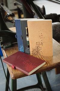 Notizbuch 'Purzelnde Buchstaben' - Buchbinderei Rost