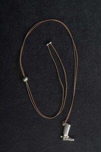 """""""Reitstiefel"""" Vintage Anhänger Silber mit Fadenkettchen, Einzelstück - MishMish by WearPositive"""