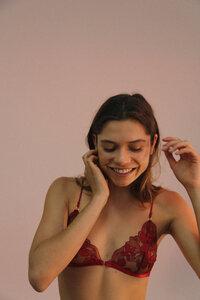 Cora Burgundy - Nette Rose
