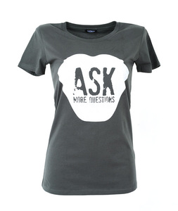 ASK MORE QUESTIONS - Frauen T-Shirt - Lena Schokolade