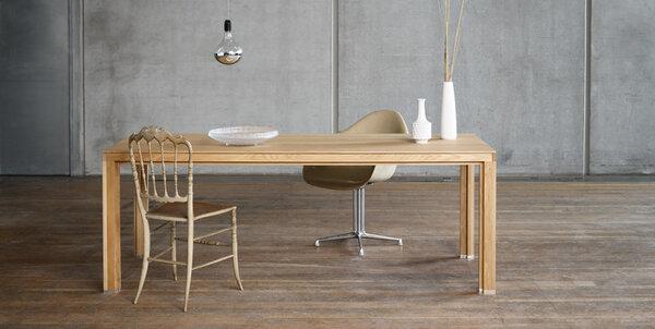 alvari gro e tafel aus eichenholz im alvari design avocadostore. Black Bedroom Furniture Sets. Home Design Ideas