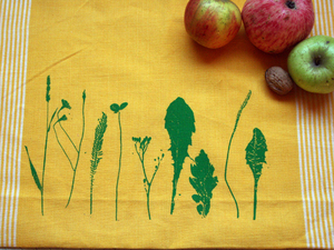 Fair-Trade-Geschirrtuch 'Finnischer Garten' gelb - Hirschkind