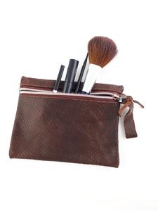 Tasche aus braunem Strukturleder für Kosmetik, Stifte und Krimskrams - Süßstoff