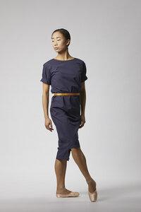 Klassisches Kleid mit Saumdetail aus Bio-Baumwolle - Dunkelblau - LUXAA