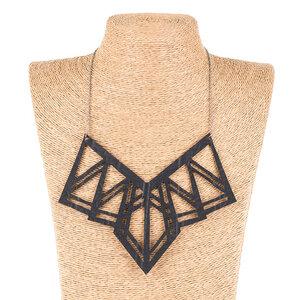 Kite handgefertigte Halskette aus recyceltem Reifenschlauch - SAPU