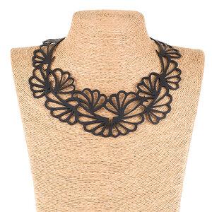 Violets Statement Halskette aus recyceltem Kautschuk - SAPU