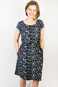 Bio Kleid 'Somrig' Blumenstrauß dunkelblau - Frija Omina