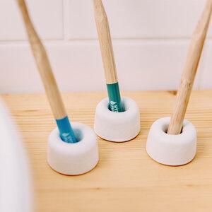 Zahnbürsten Halter weiß - HYDROPHIL