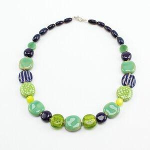 """GreenQueen', Tagua-, Glas- u. Keramikperlen, handgeformt/-bemalt - steinfarben"