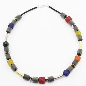 """Halskette """"Freiraum I"""", Horn und Recyclingglas auf Kautschuk  - steinfarben"""