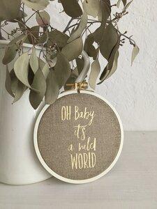Spruch im Stickrahmen 'Oh Baby it´s a wild World' gold beige rustikal - ani Textildesign