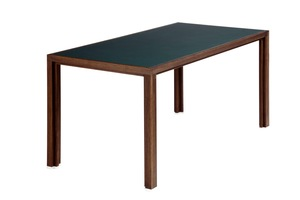 Tisch aus Räuchereichen-Vollholz mit dunkelgrüner Linoleumplatte - alvari