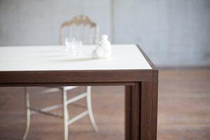 Tisch aus Räuchereichen-Vollholz mit heller beiger Linoleumplatte - alvari
