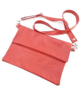 Schlichte Clutch aus  Leder  in elegantem rot mit Umhängegurt!  - Süßstoff