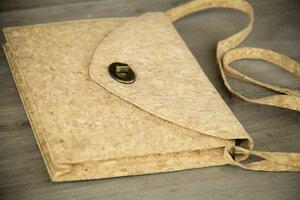 Handtasche/ Umhängetaschen - Vegan Cork - Clutch aus nachhaltigem Kork - BY COPALA
