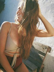 Bikini Top Lin - Anekdot